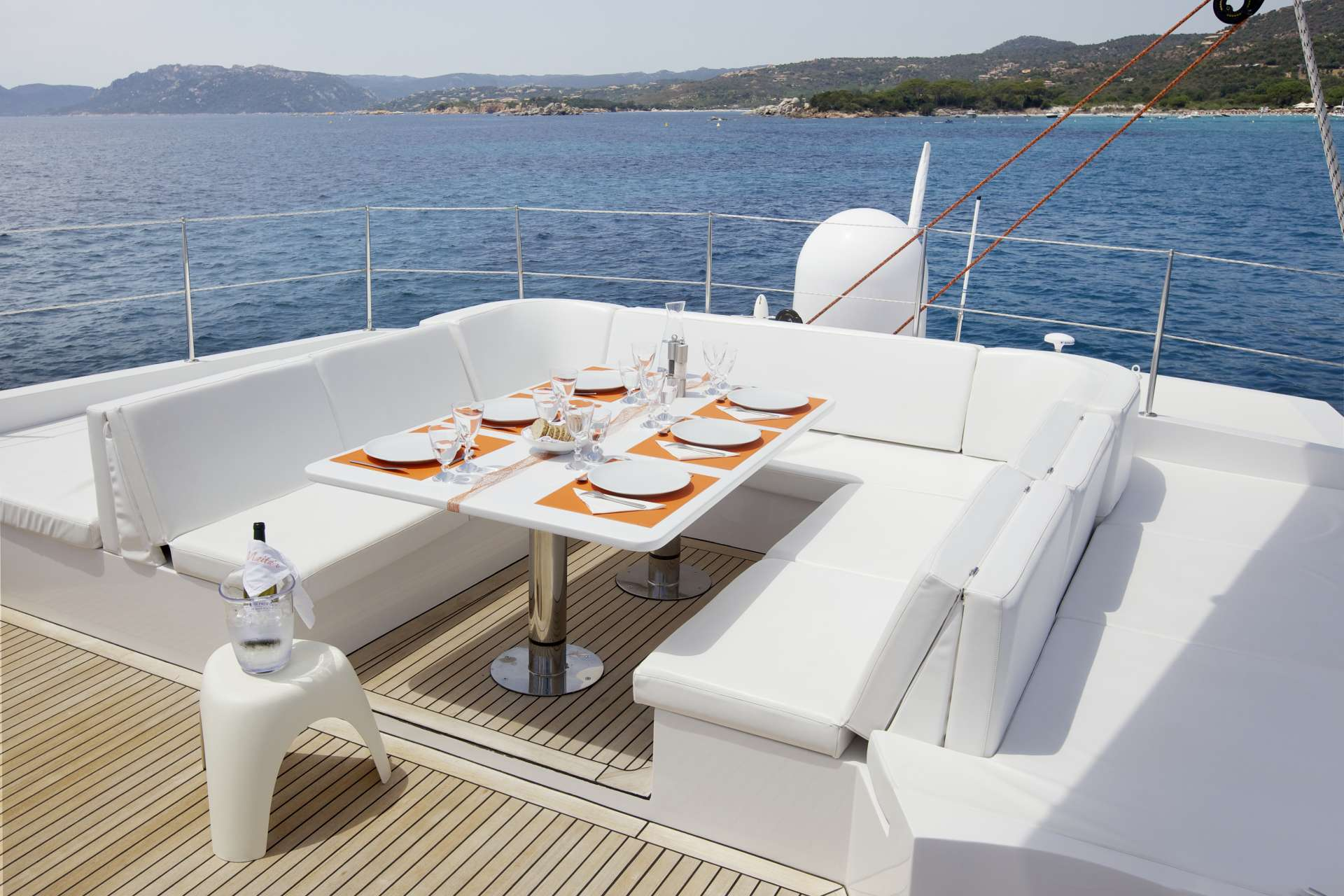 Flybridge with table