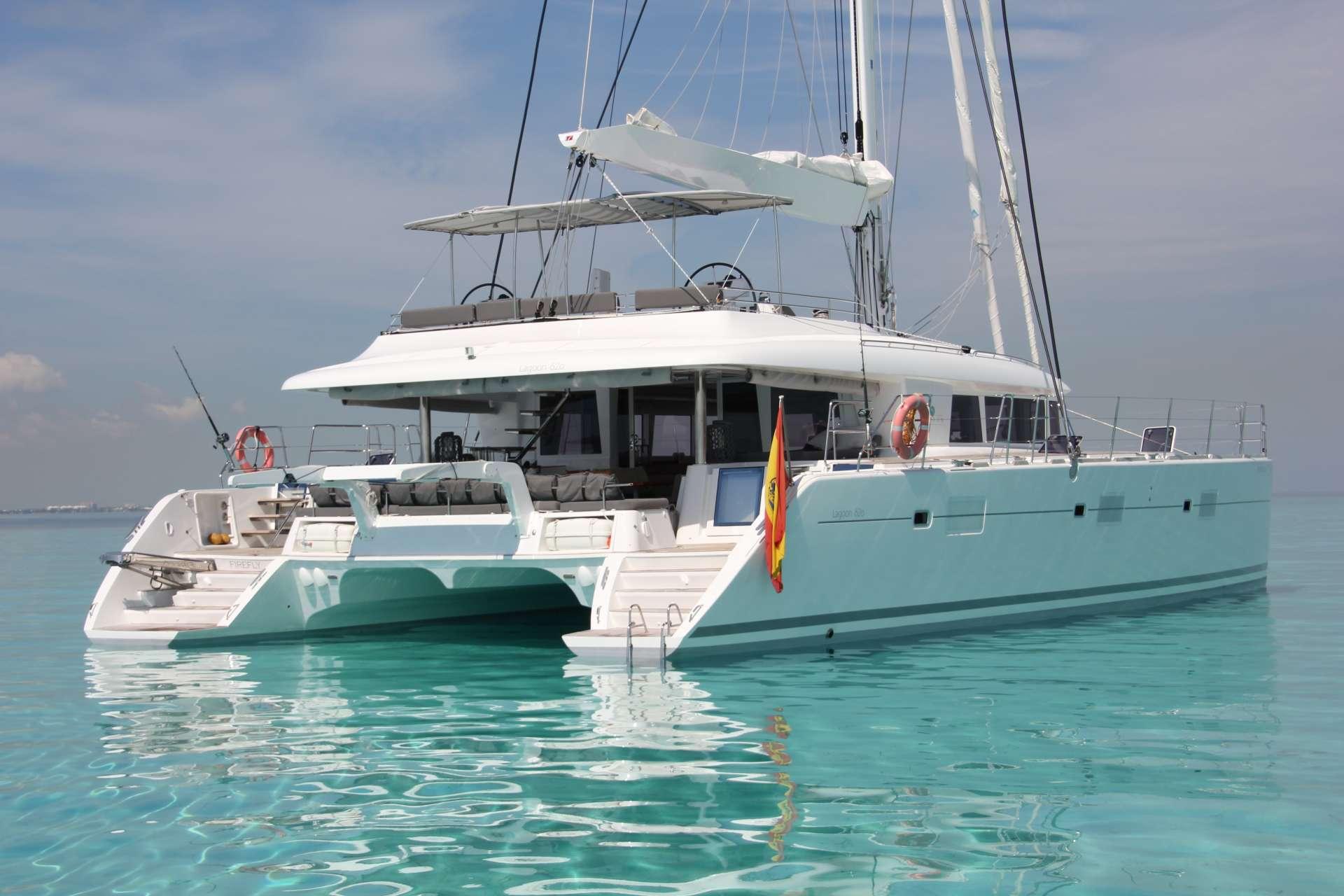 Yacht charter Firefly