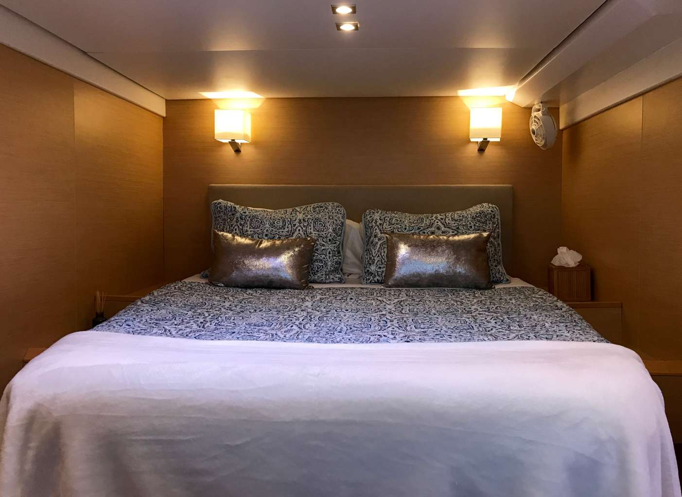 Queen guest suite