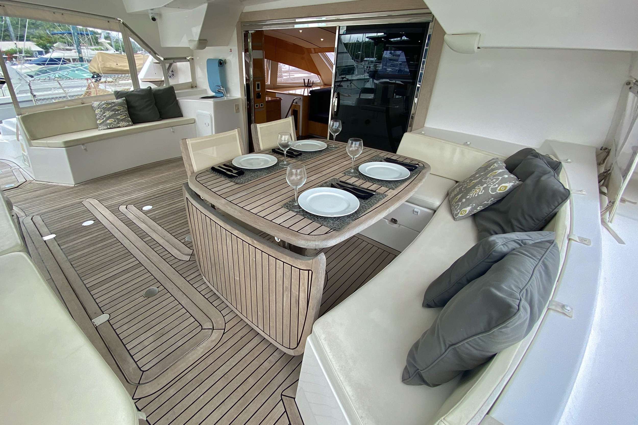 TRES SUENOS yacht image # 3