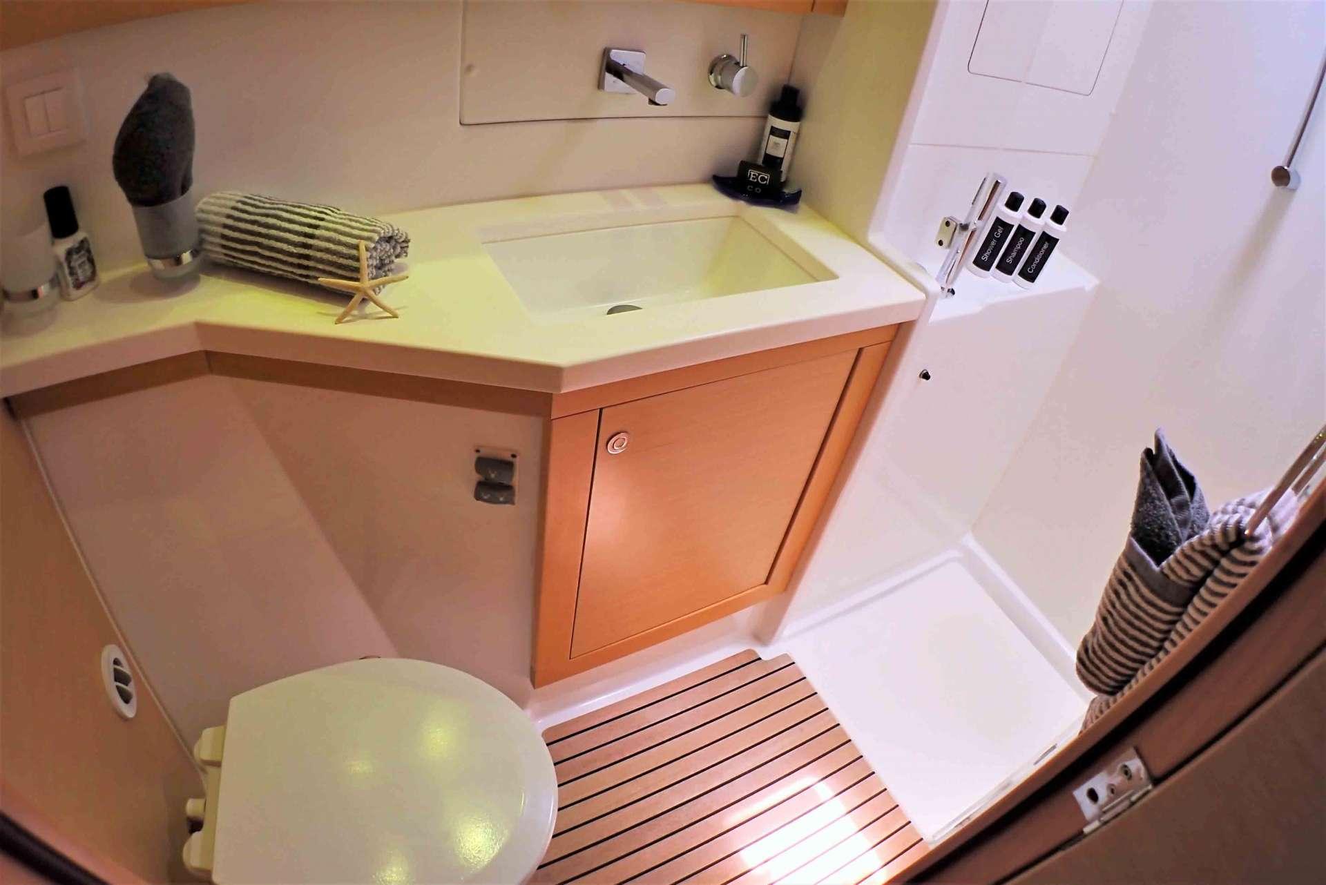 Private guest bath