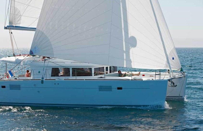 Catamaran Charter Amelia