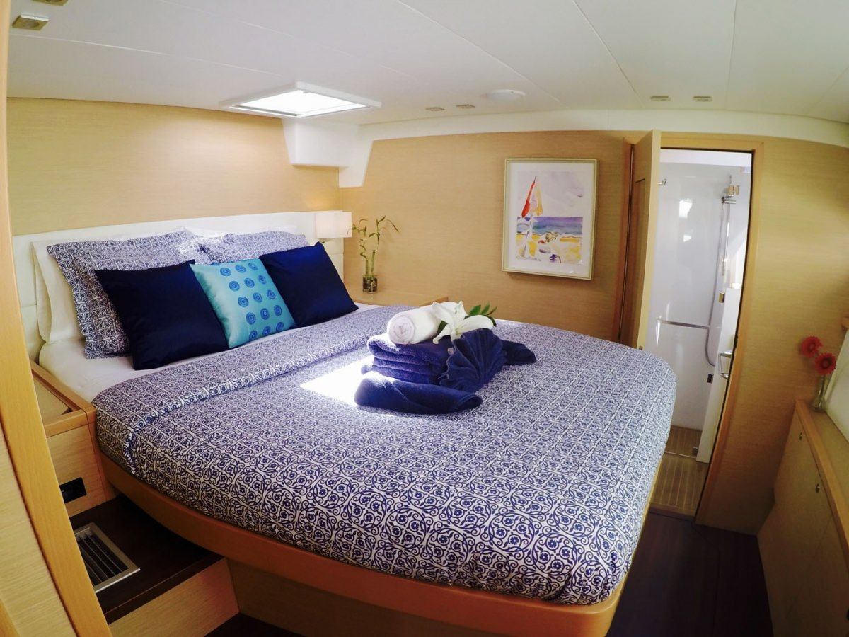 Catamaran Charter Blue Moon L56