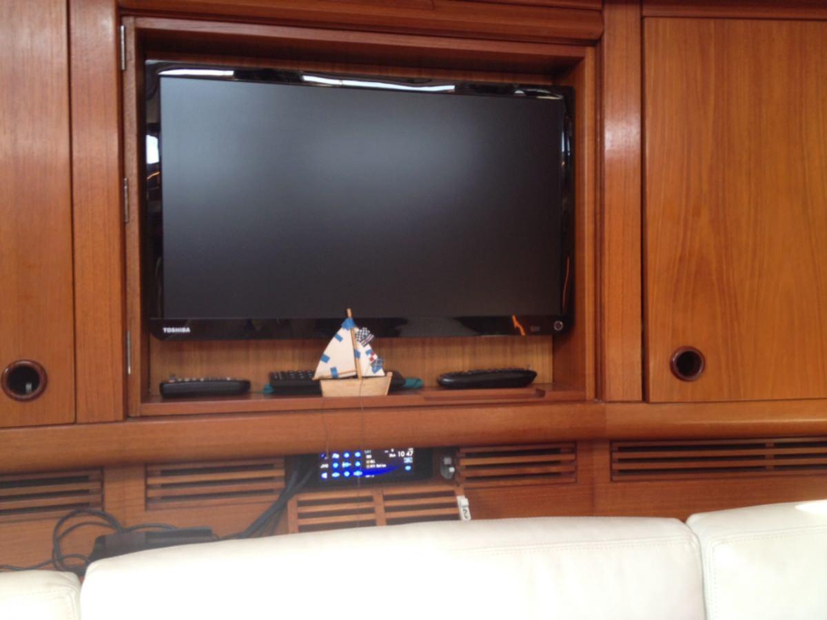 Main Salon TV