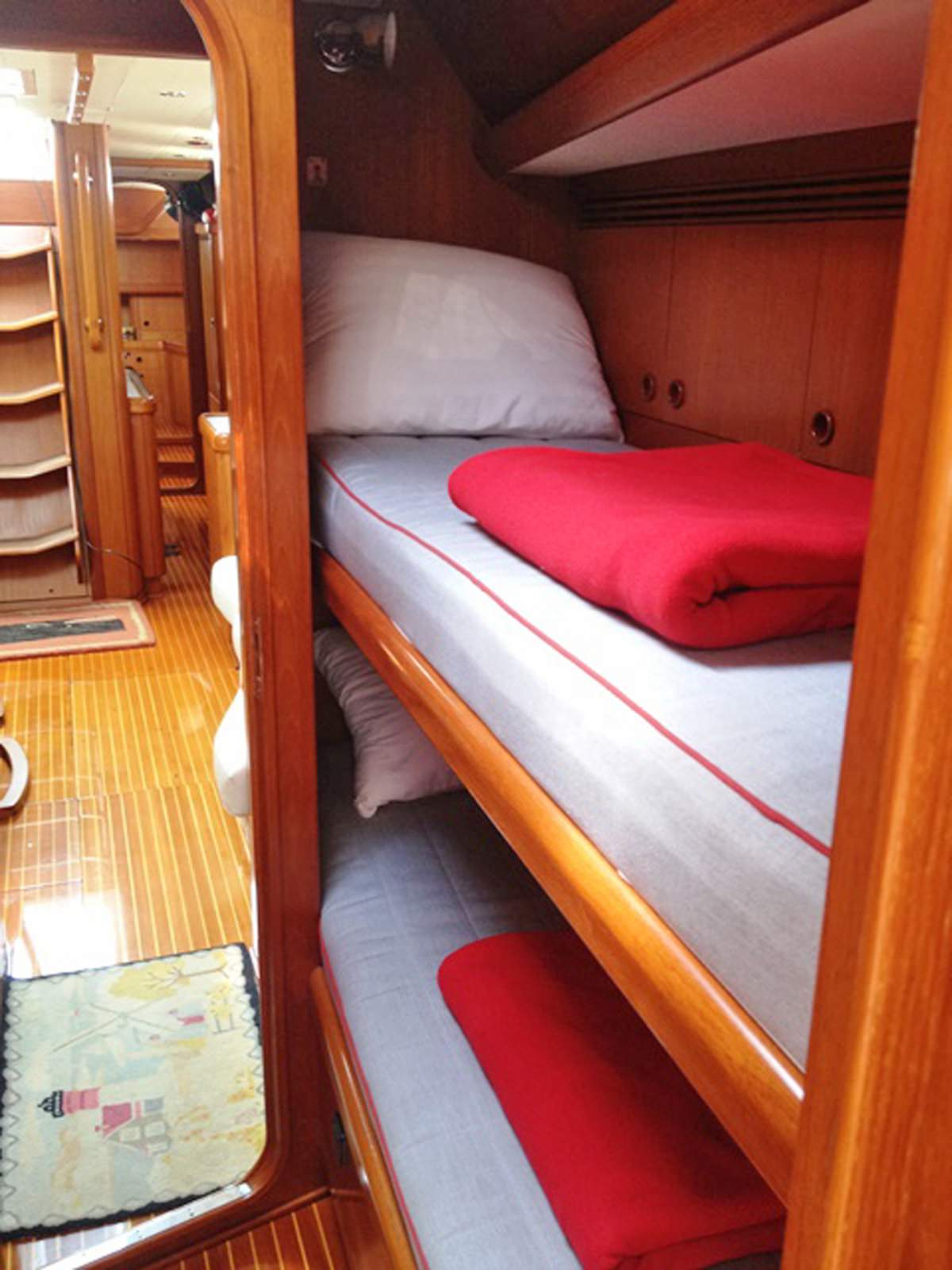 Twin bunk cabin
