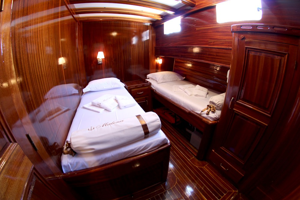 Bow twin bed cabin