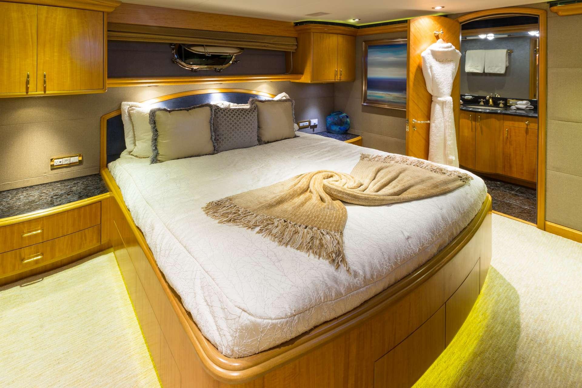 motor yacht NICOLE EVELYN