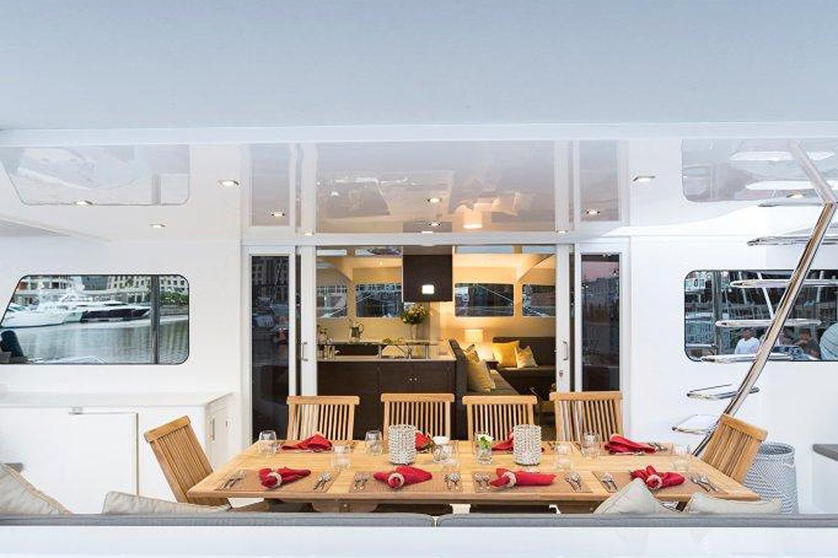 Stern cockpit dining area