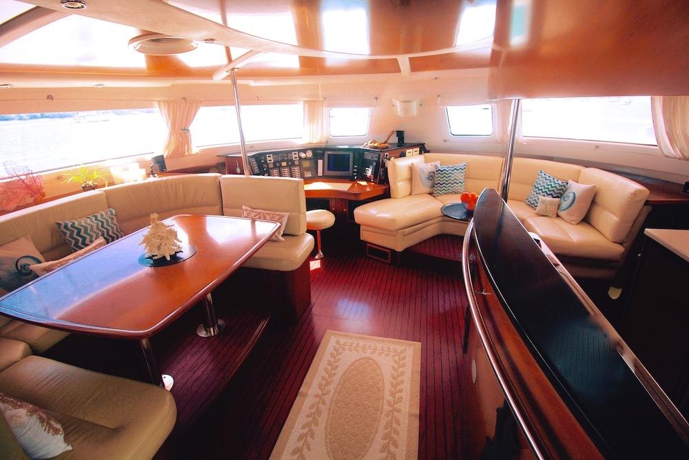 Catamaran Charter Delphine