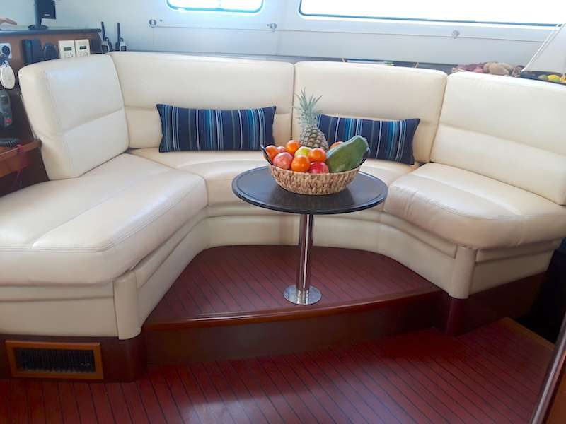 Yacht charter Delphine