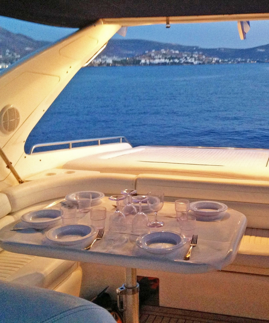 Deck saloon with large dining area