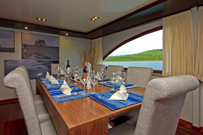 Catamaran Charter Ocean Spray
