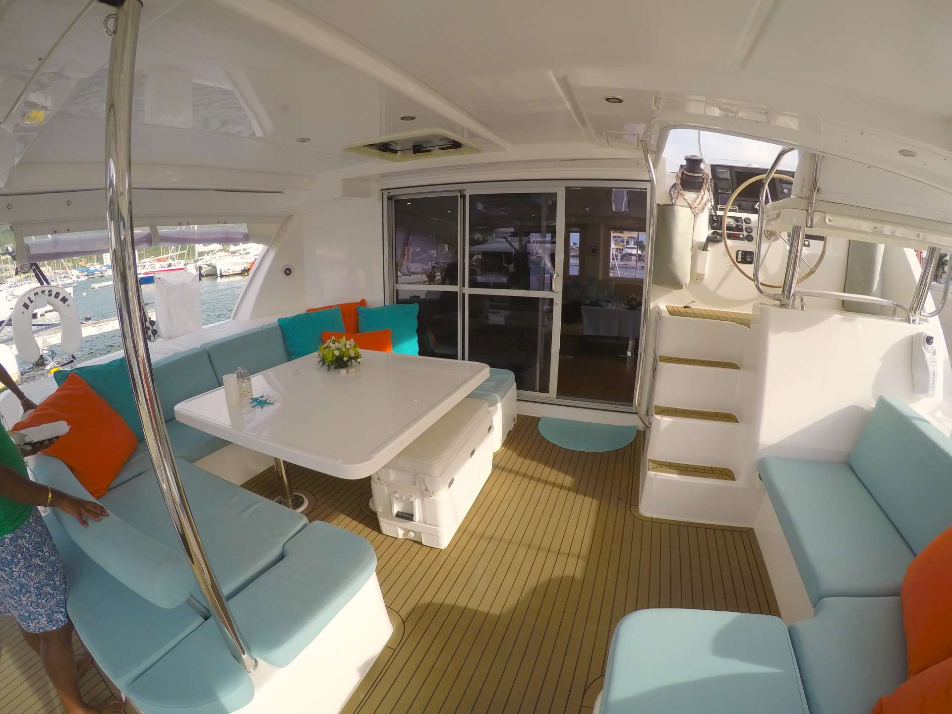 Aft cockpit and alfresco dining