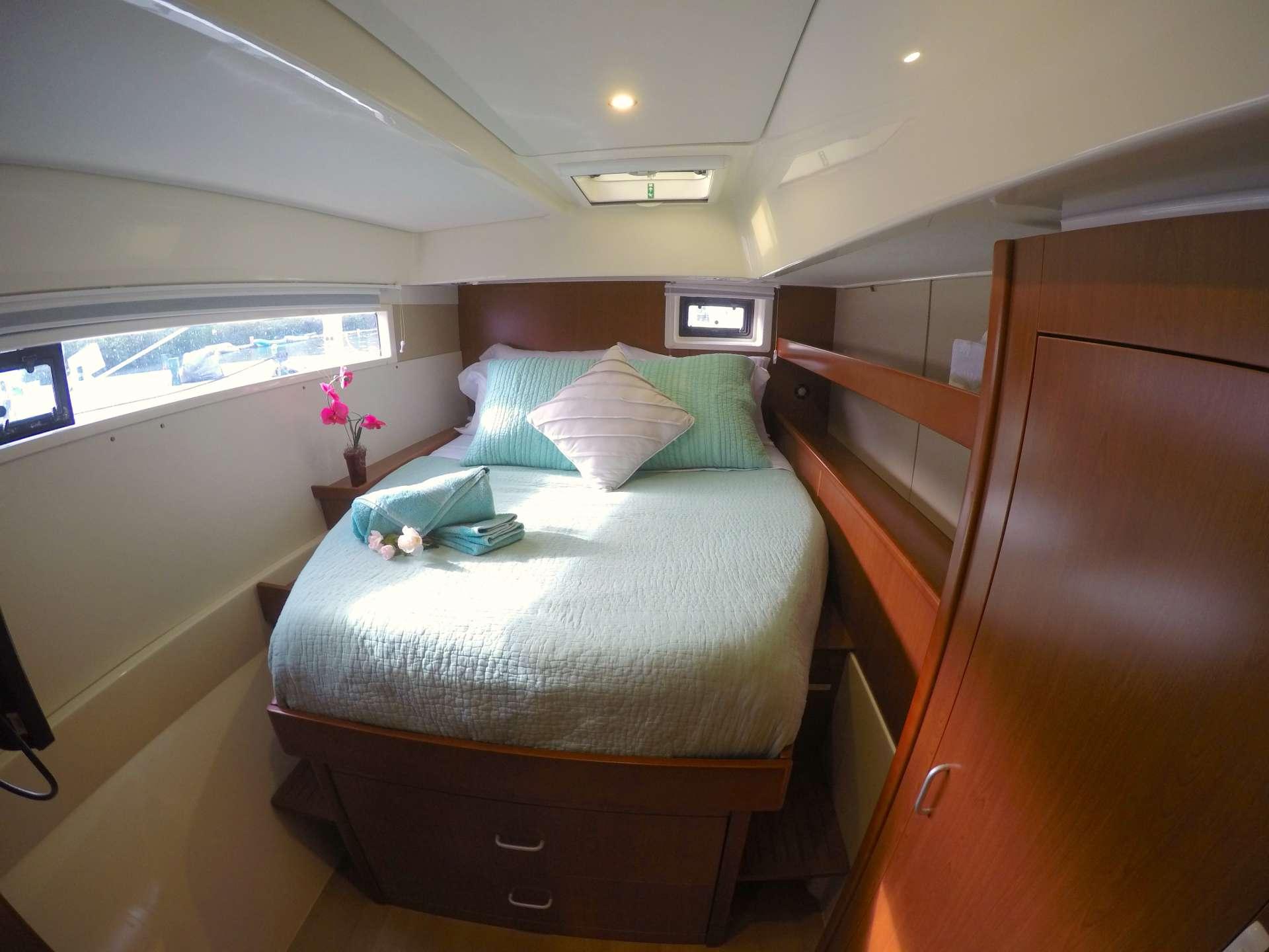 Master suite queen berth