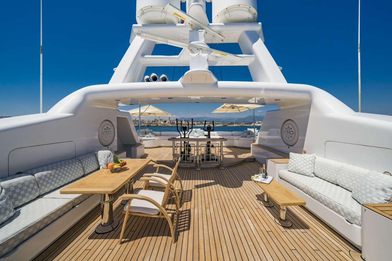 Mosaique - Sun Deck looking Aft