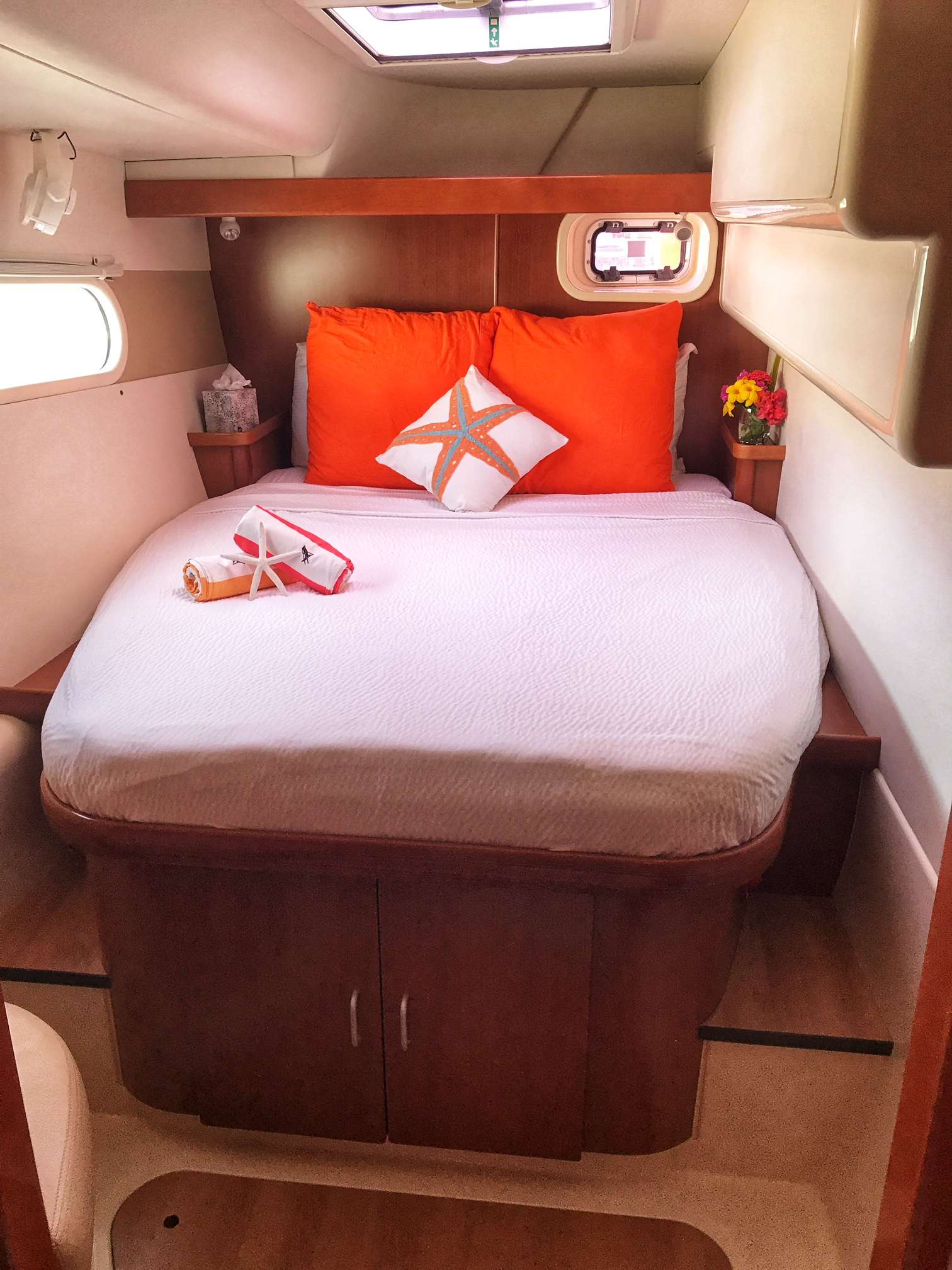 Aft cabins (2 identical cabins for guests located on port and starboard sides of yacht).
