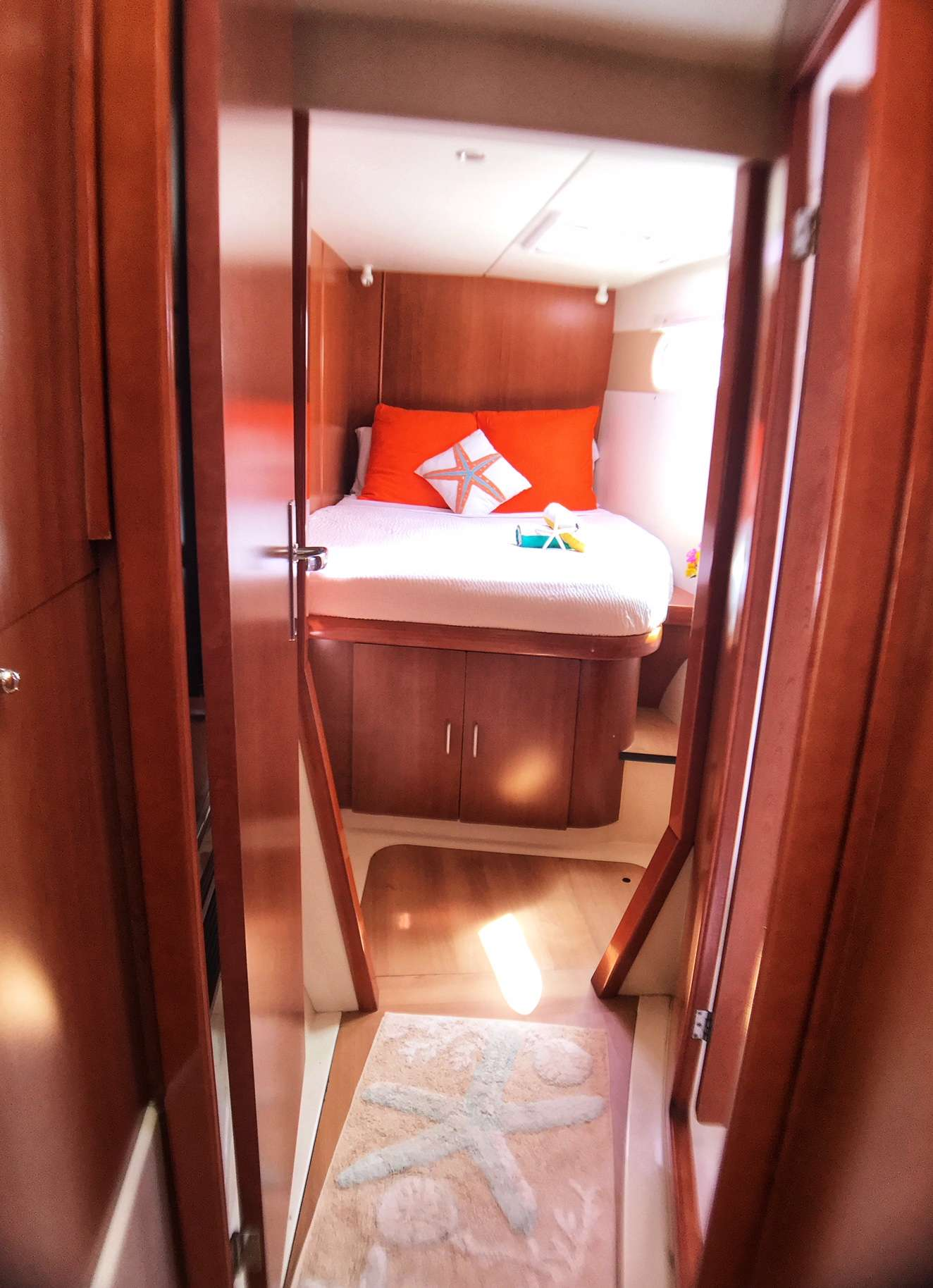 Forward cabin (starboard for guests