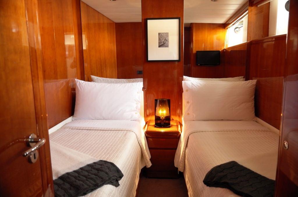 Guest twin cabin
