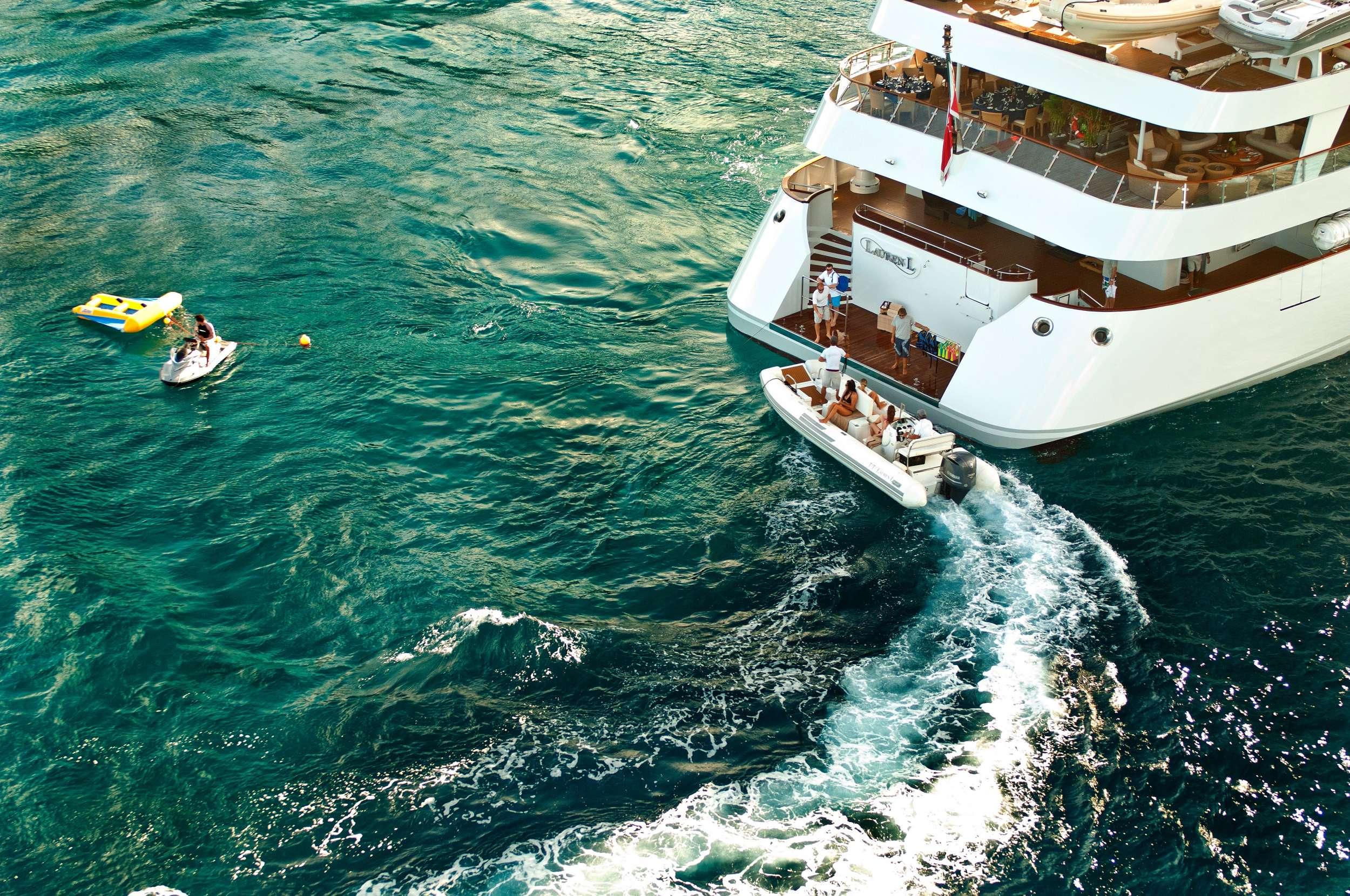 motor yacht LAUREN L