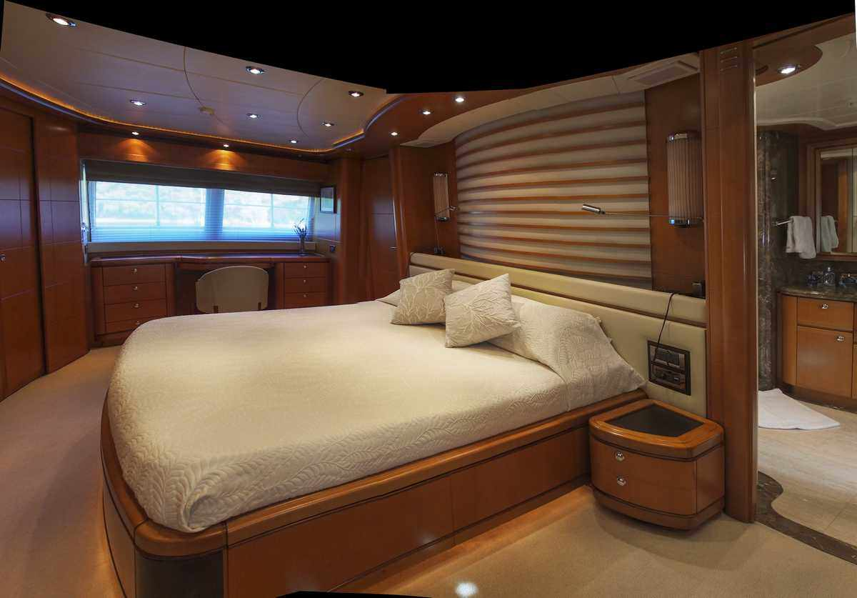 Full beam master cabin on main deck
