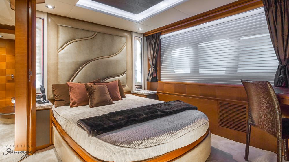 motor yacht 105 YCG