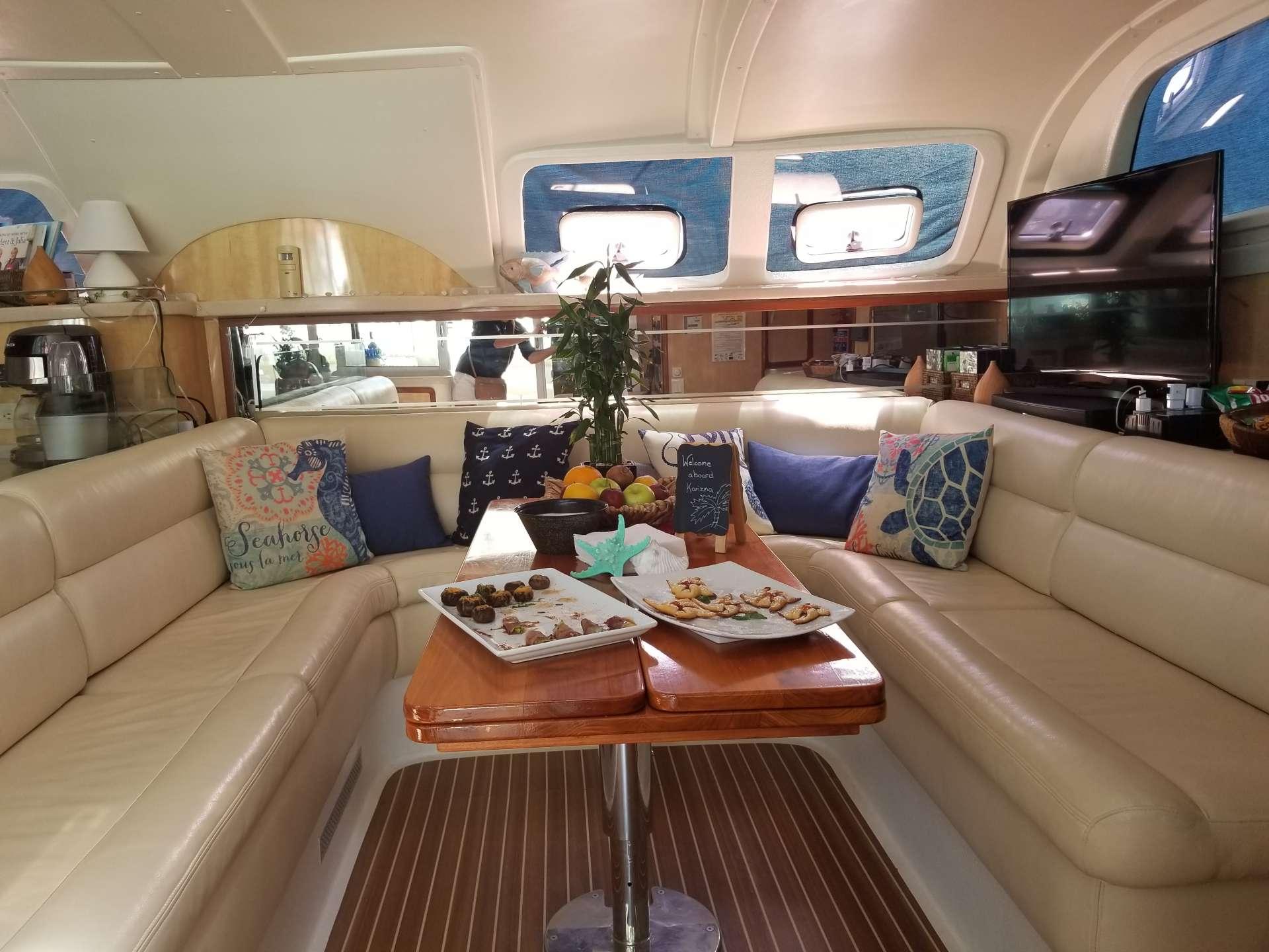 Yacht charter Karizma