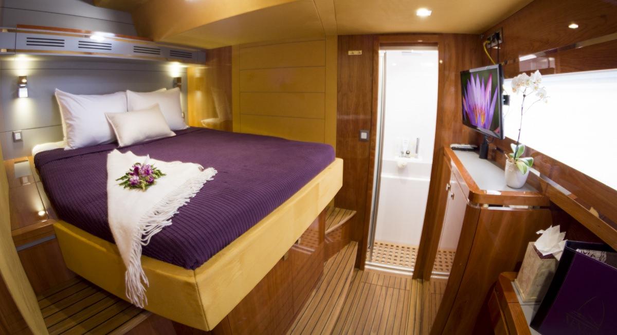 Queen guest cabin 1