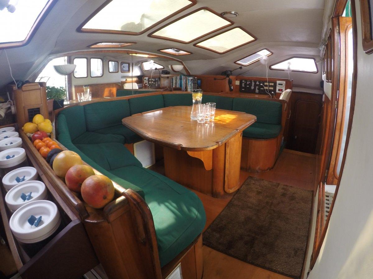 Yacht charter Ubuntu