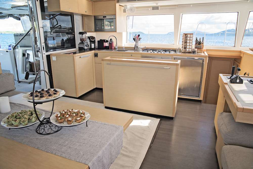 Yacht charter Playtime
