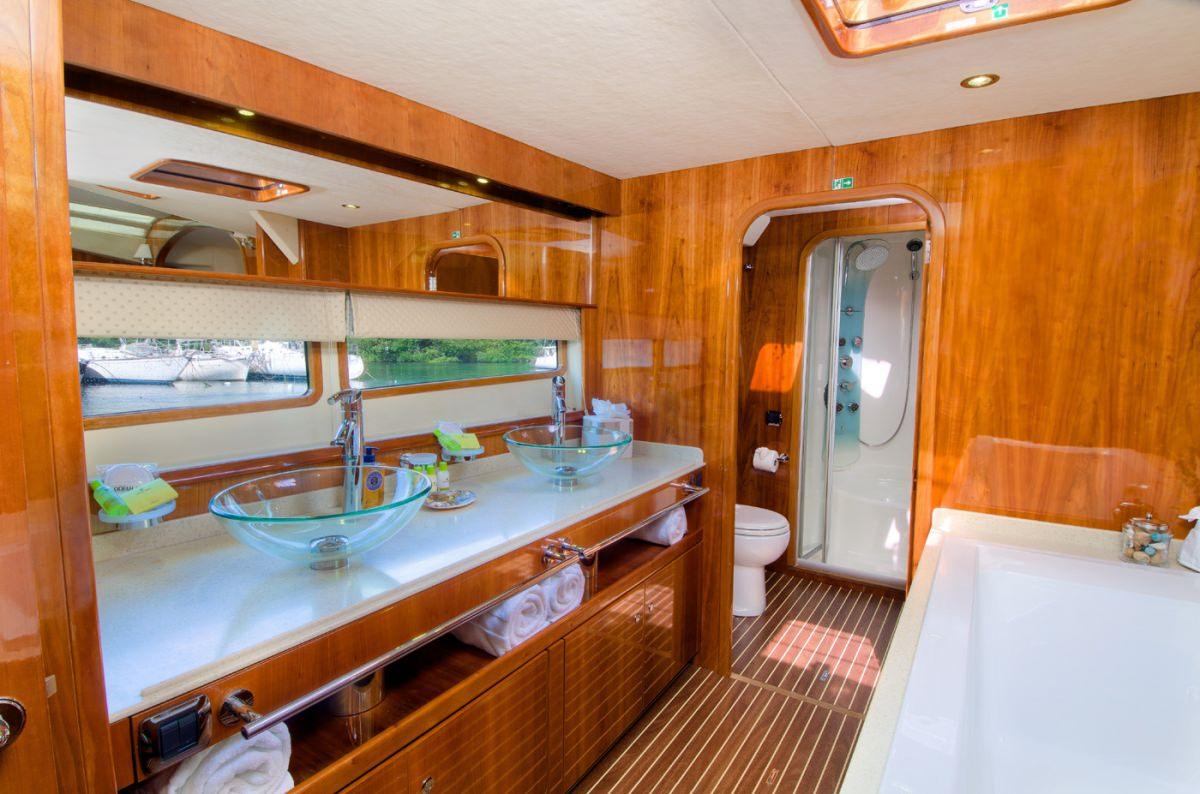 Xenia 74 Yacht Vacation