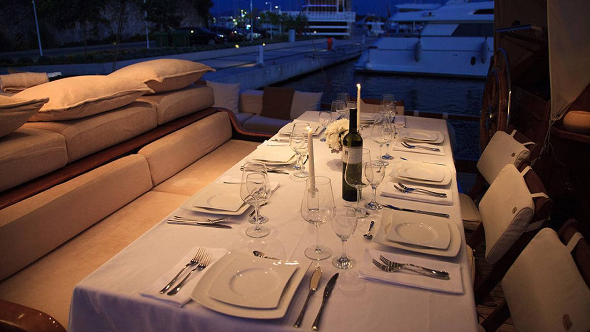 SY Pacha dining area