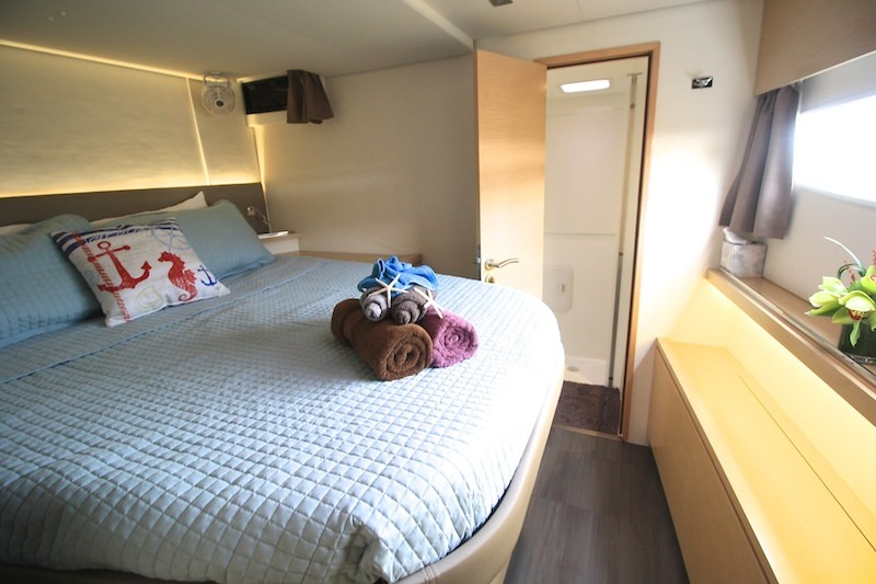 Queen Stateroom with ensutie head and shower