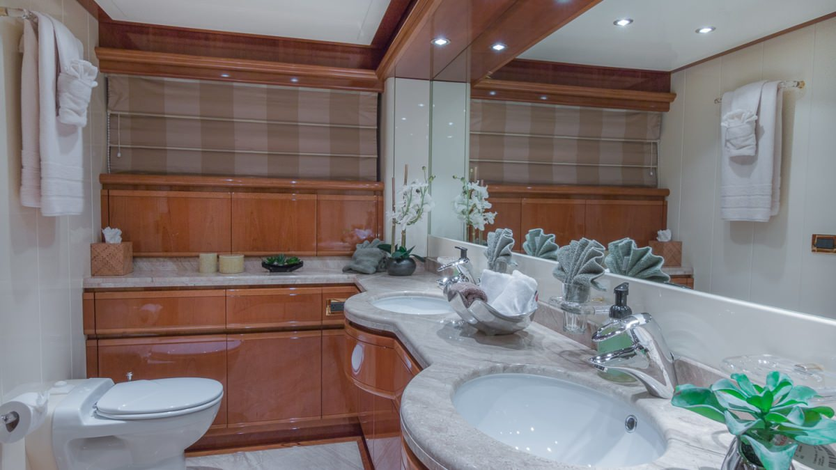 Paradise yacht charter motor boat ritzy charters for G ferretti bathroom