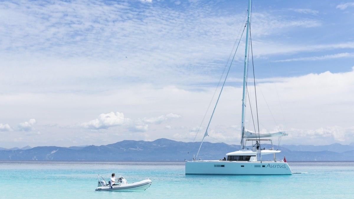 Catamaran Charter Lagoon 52