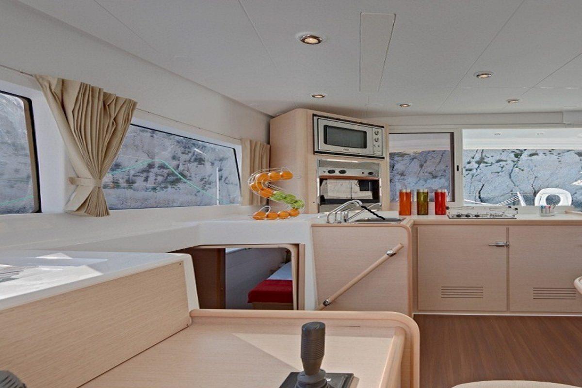 Yacht charter Maisha