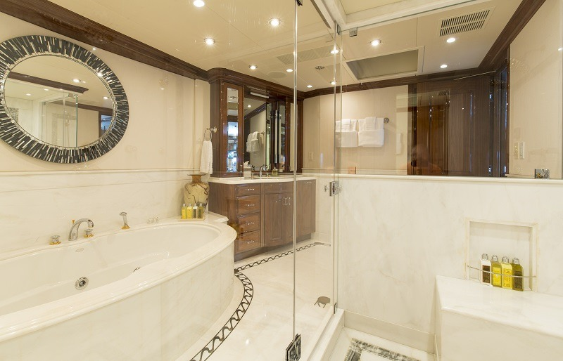 Master Her en-suite with Jacuzzi