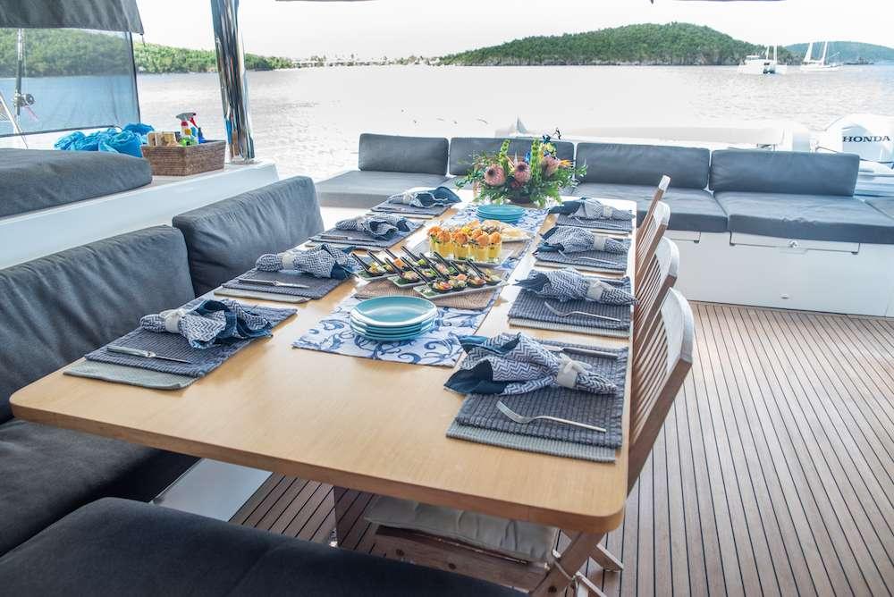 Catamaran Charter Seahome
