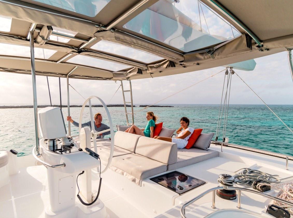 Catamaran Be Happy