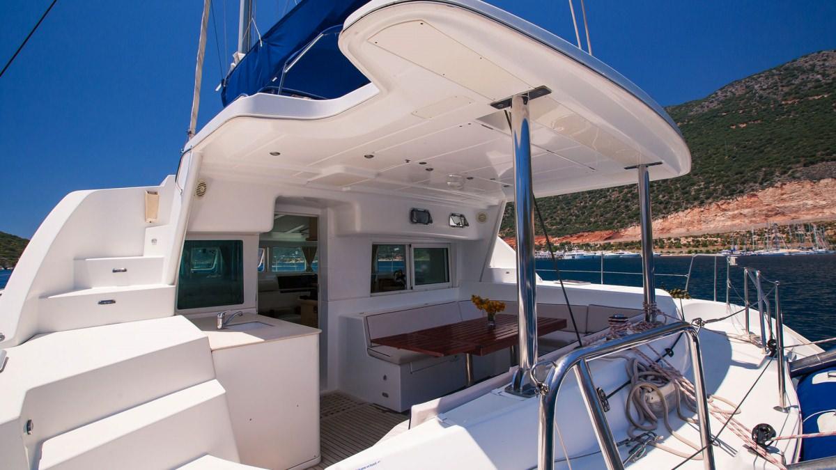 Yacht charter Adonis