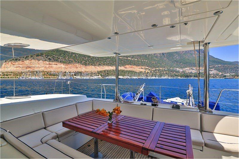 Catamaran Adonis