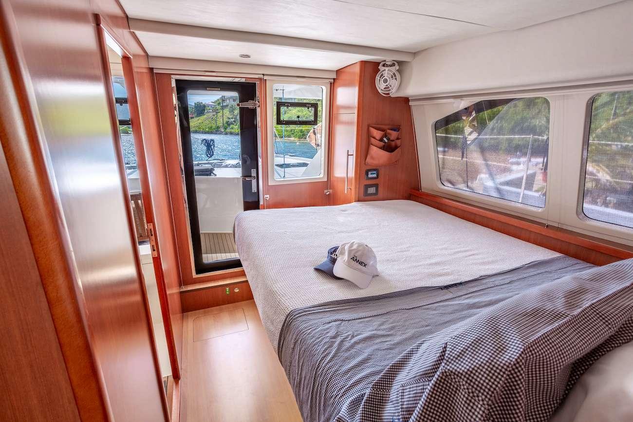 Guest queen, main deck cabins