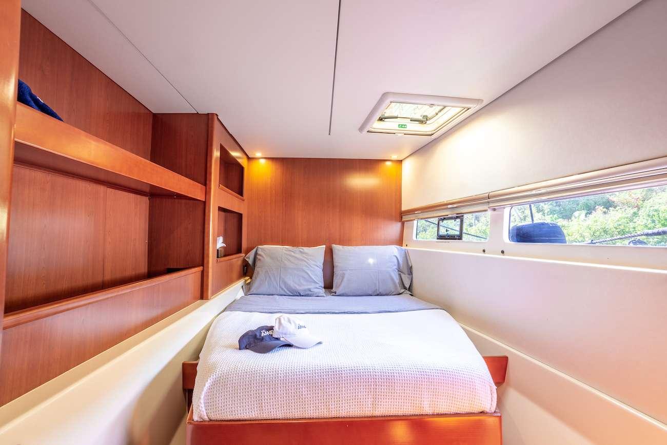 Guest queen, lower cabin 2