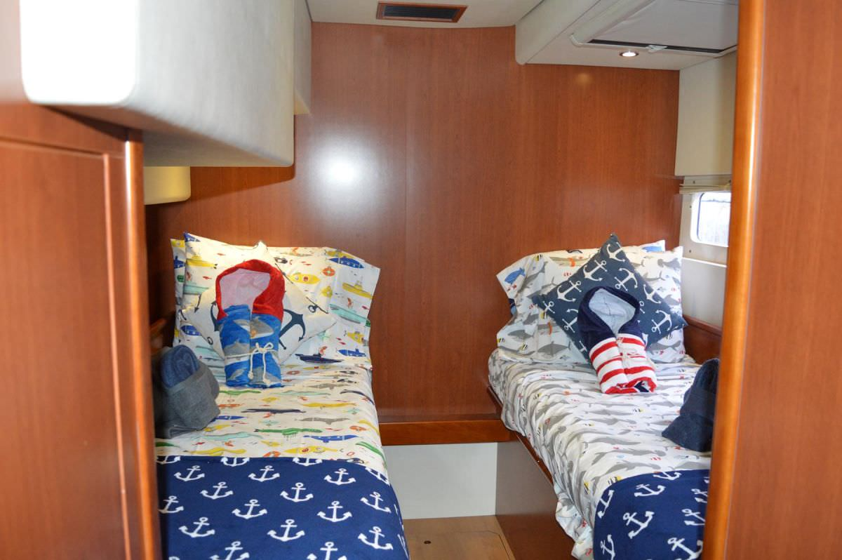 Kids twin cabin, can be made into queen
