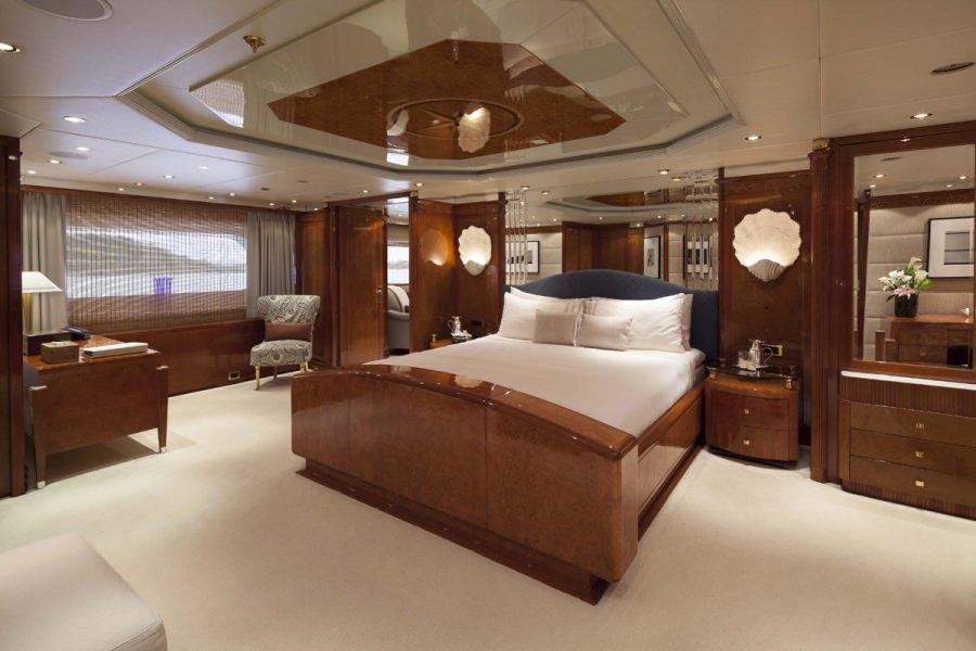 motor yacht STARFIRE