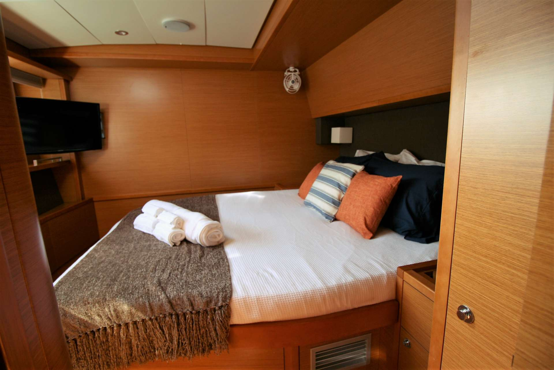 starboard center cabin