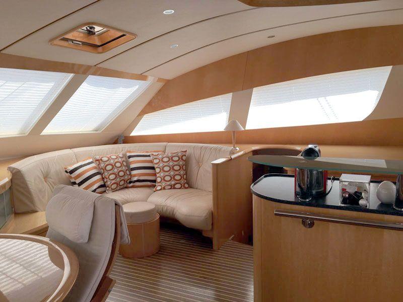 Catamaran Charter Luar