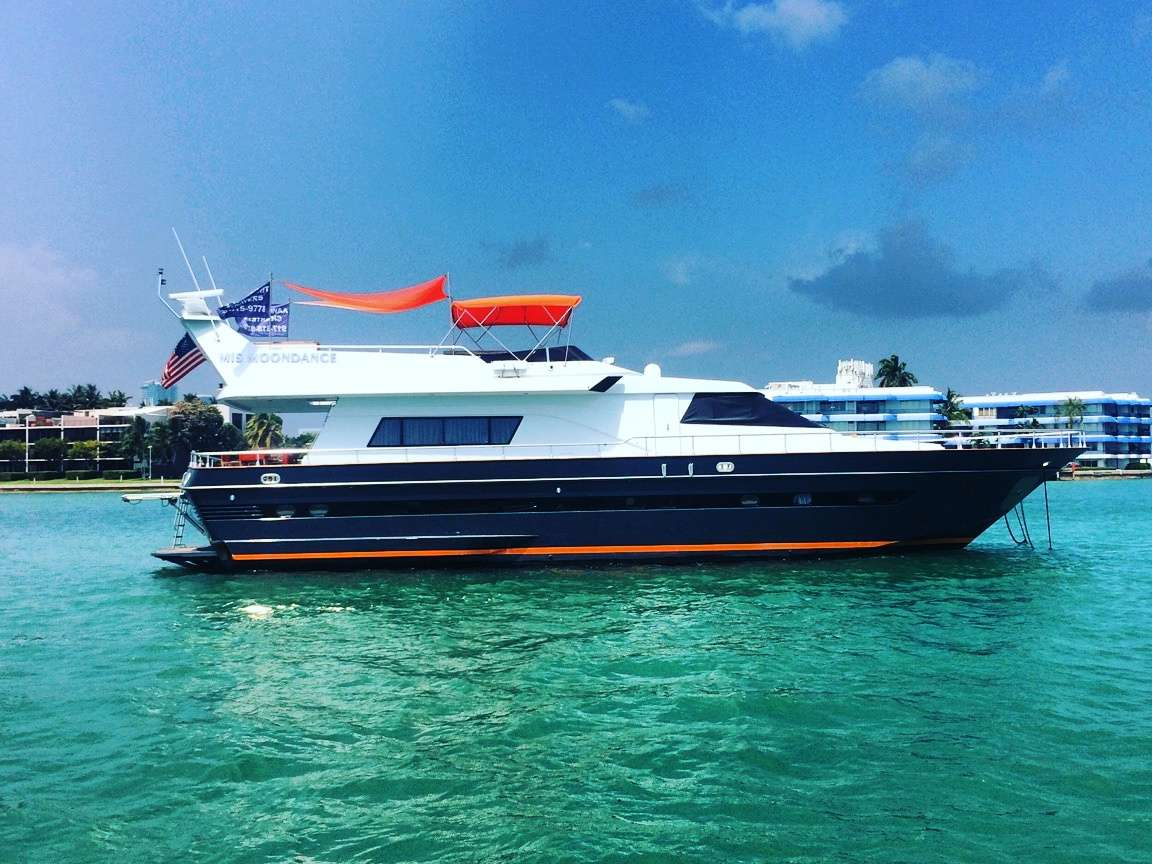motor yacht M.I.S. MOONDANCE