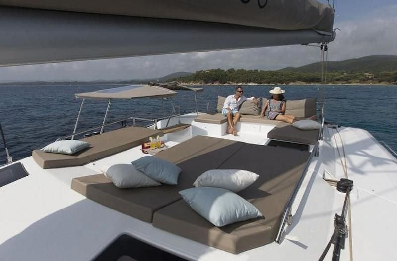 The flybridge features a big sun lounge.