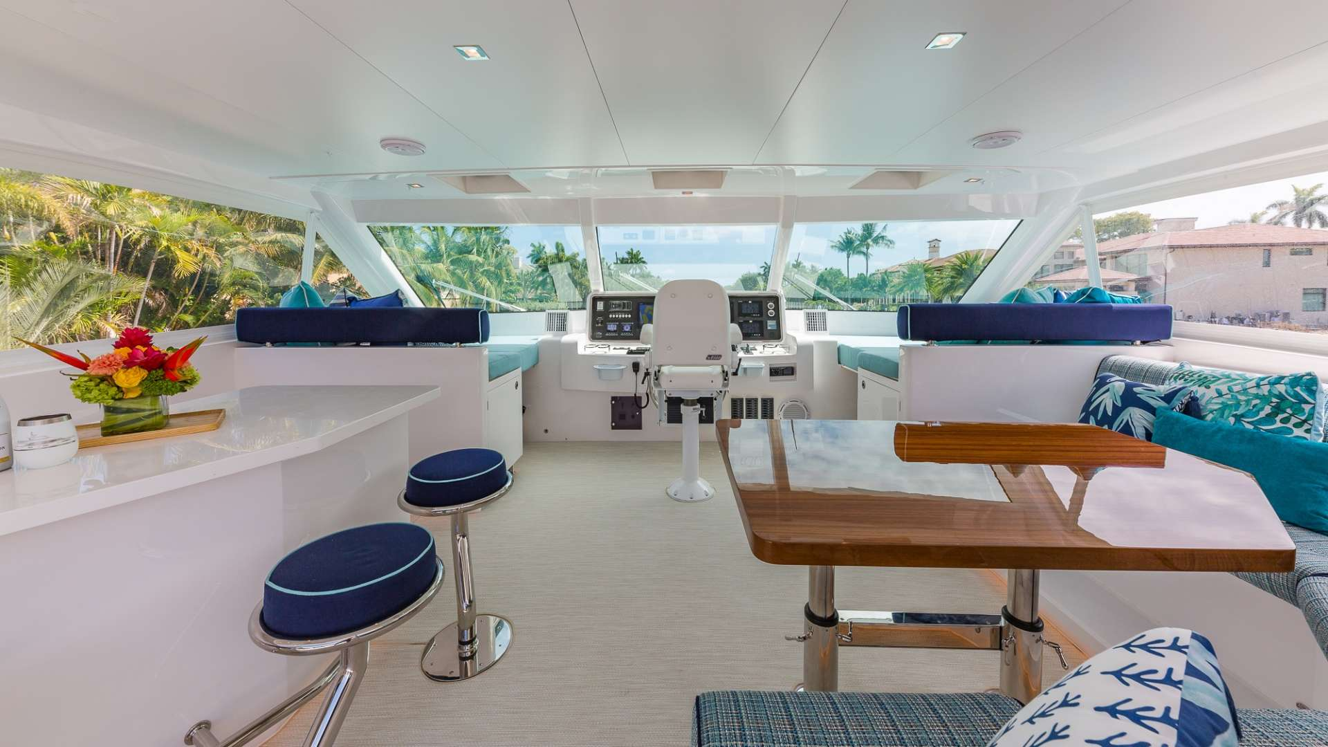 Flybridge lounging and dining area