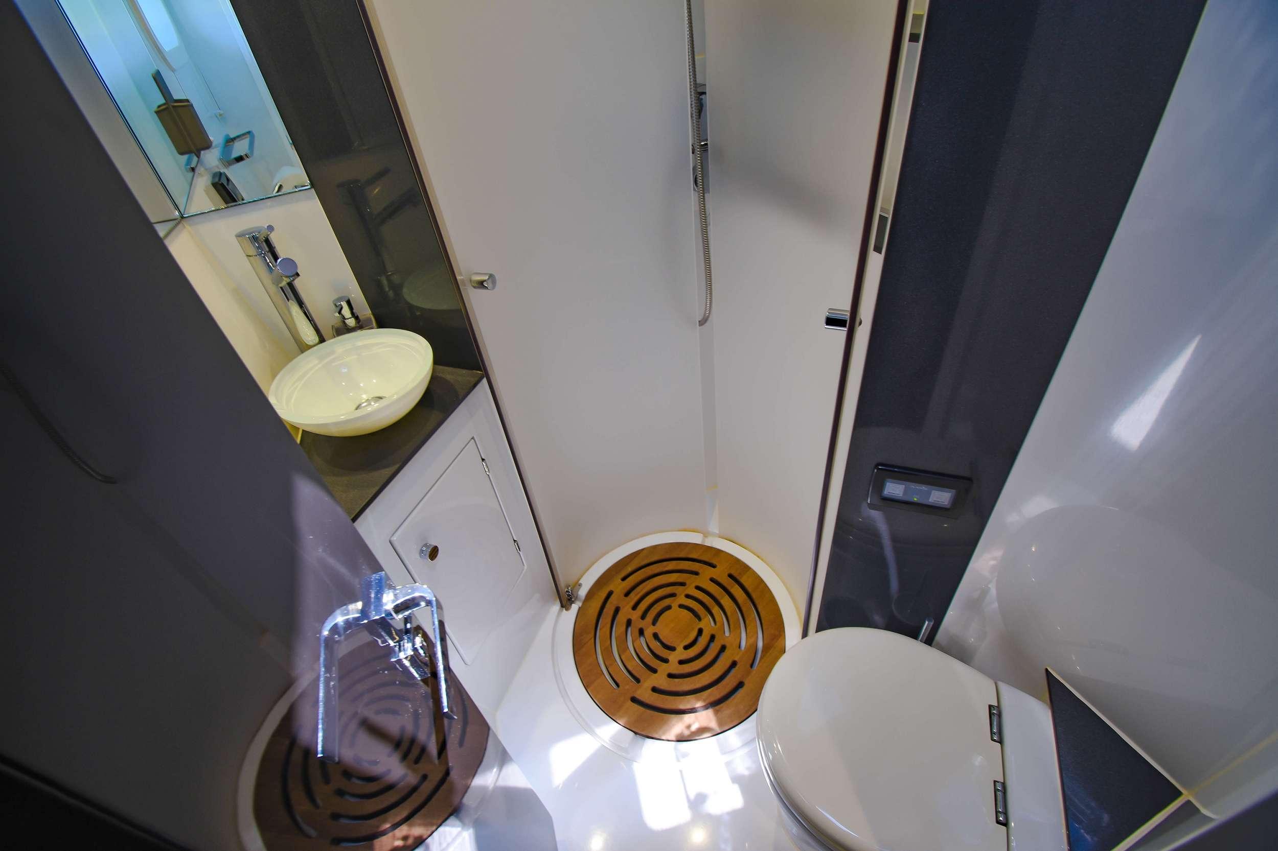 EUPHORIA 60 yacht image # 13